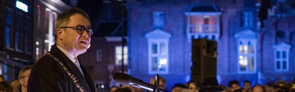 Haarlem herdenkt Joodse oorlogsslachtoffers met tijdelijk lichtmonument